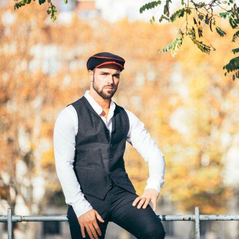 homme-porte-casquette-redblack-burgandi