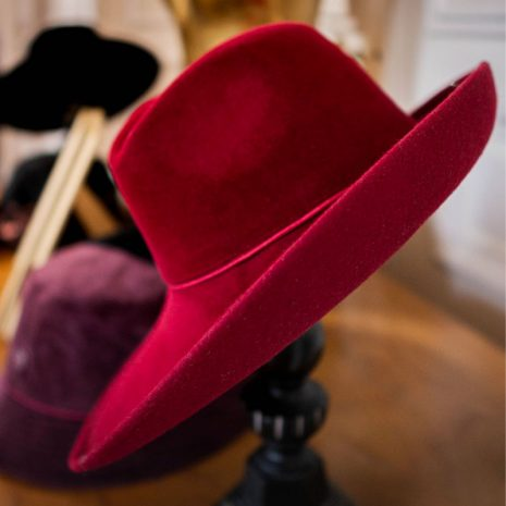 chapeau-capeline-rouge-hermes-collection-bonnie-and-clyde-burgandi-paris