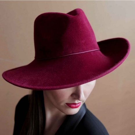 chapeau-rouge-hermes-bonnie-chic-elegant-collection-burgandi-paris
