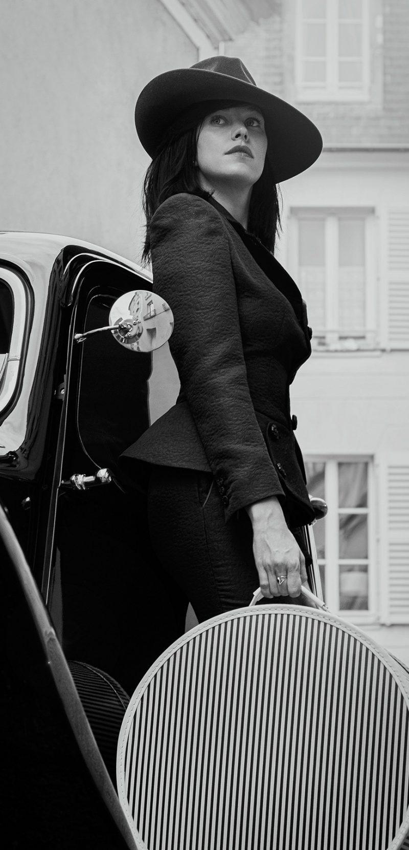 Femme_Chapeau_burgandi_paris